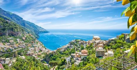 Photo sur Aluminium Europe Méditérranéenne Panoramic aerial view of beautiful Positano with comfortable beaches and clear blue sea on Amalfi Coast in Campania, Italy.