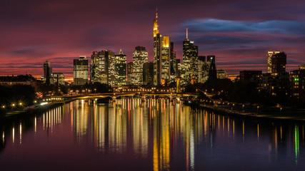Frankfurt-Skyline mit Abendrot