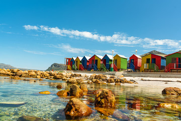 In de dag Afrika colorful cabins on beach at Muizenberg Cape Town