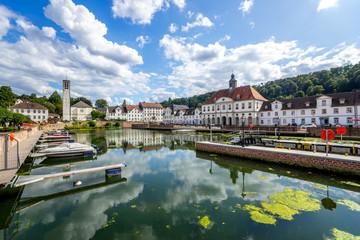 Hafenbecken und Rathaus, Bad Karlshafen, Hessen, Deutschland  Fototapete