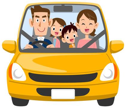 自動車で外出する家族