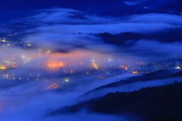Fototapeten Dunkelblau 岩手県遠野市 高清水展望台からの雲海