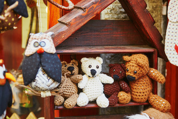 Knitted teddy bears in souvenir shop in Riomaggiore Fototapete