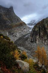 Picturesque Fieschergletscher glacier in Valais in autumn / Fieschergletscher im Wallis im Herbst