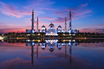 Stores à enrouleur Abou Dabi Sheikh Zayed Grand Mosque and Reflection in Fountain at Sunset - Abu Dhabi, United Arab Emirates (UAE)