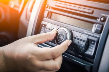 LWTWL0004387-1 woman turning button of radio