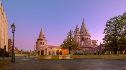 Papiers peints Budapest Fisherman's Bastion, Budapest. Image of the Fisherman's Bastion in Budapest, capital city of Hungary, during sunrise