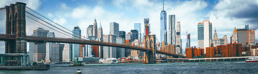 Foto op Textielframe Bruggen Suspension Brooklyn Bridge across Lower Manhattan and Brooklyn. New York, USA.
