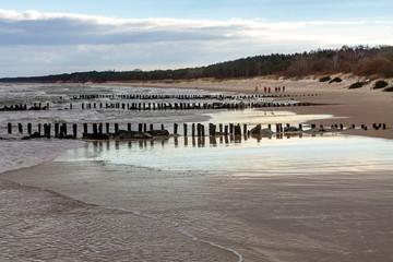 plaża Bałtyk piasek wydmy falochrony