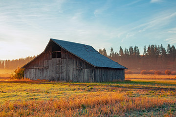 Old wooden barn in rural Oregon, USA.