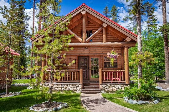frontal image of a beautiful new modern log cabin.