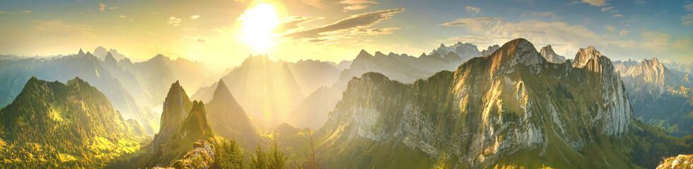 Fond de hotte en verre imprimé Coucher Panorama of sunrise mountains