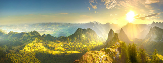Photo sur Plexiglas Jaune Autumn valley at sunrise in Alps