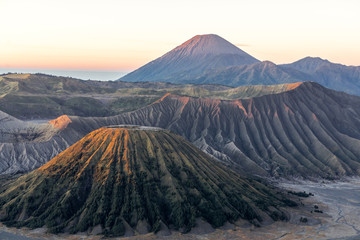 Bromo Volcano Group Is a natural tourist attraction with beautiful scenery Is in Indonesia Considered to be a powerful volcano Which tourists are increasingly popular every year Fototapete
