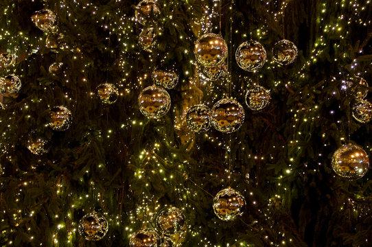 Illuminated Christmas tree ornaments