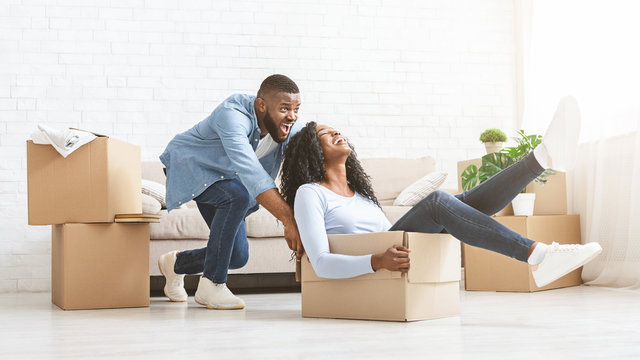 Sper happy man pushing box with his woman, moving in