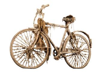 Altes rostiges Fahrrad mit Algen bewachsen, Studiobild vor weißem Hintergrund