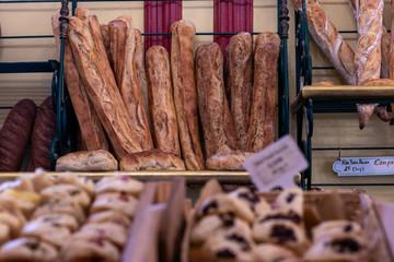 Photo sur Aluminium Boulangerie baguettes de pain en boulangerie