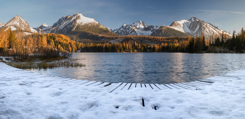 Fotomurales - Panorama of high resolution mountain lake Strbske Pleso in Slovakia, lake in winter scenery