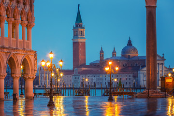 Fotomurales - Piazza San Marco at night, view on venetian lion and san giorgio maggiore, Vinice, Italy