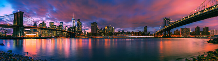 Fototapete - Brooklyn bridge and Manhattan bridge after sunset, New York City