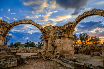 Photo sur Plexiglas Chypre The Byzantine Saranta Kolones, Forty columns castle, ruined archs in a sunset time, Kato Paphos, Cyprus