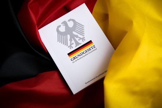 Hamburg, Hamburg/Germany – 09-23-2019: Das Grundgesetz Buch der Bundesrepublik Deutschland auf Flagge