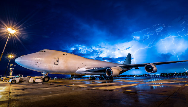 jumbo aircraft in thunderstorm/rian/bad weather