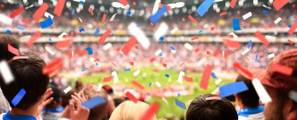 Fussball-Stadion mit applaudierenden Fans & Konfetti