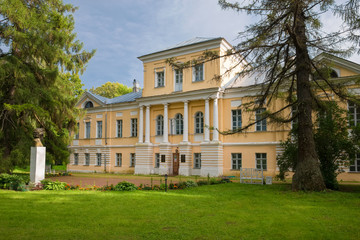 Tuinposter Oude gebouw BERNOVO, TVER REGION, RUSSIA - AUGUST 11, 2019: Museum building A.S. Pushkin. The main house of the estate of the landowners Wulf. The village of Bernovo