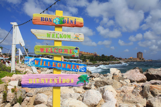 Welcome signs in different languages in Willemstad, Curacao