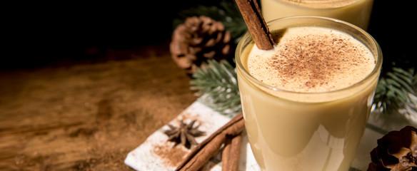 Homemade traditional Christmas eggnog drinks Fototapete