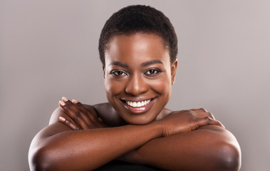 Fototapete - Beautiful nude black woman with flawless skin and charming smile