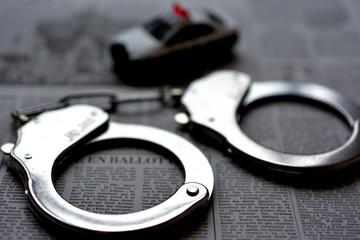 手錠 逮捕のイメージ 犯罪