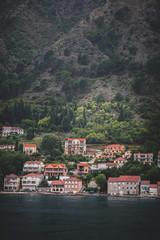 Cidade de Kotor em Montenegro vista do alto. Drone, foto tirada do cruzeiro em montenegro