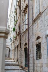 Rua da cidade medieval murada de Dubrovnik na Croácia onde foi King's Landing em Game of Thrones