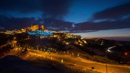 Fotomurales - Time lapse of Uchisar town at night, Cappadocia in Turkey.