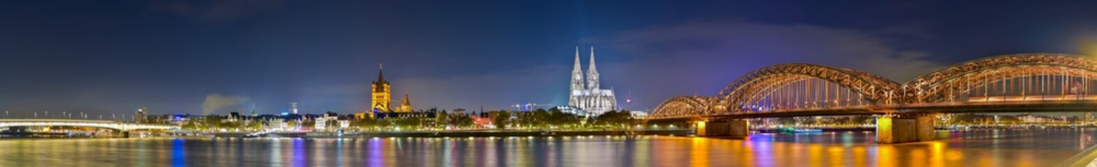 Panorama of cologne with the Hohenzollern Bridge over the Rhine River and Cologne Cathedral by night Fotobehang