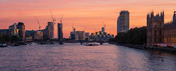 Fototapeten London Sunset view of River Thames near Westminster, London, UK
