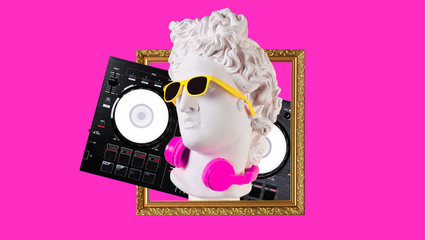 Papiers peints Magasin de musique Apollo in headphones and sunglasses on a pink background. Concept art collage. Poster design.