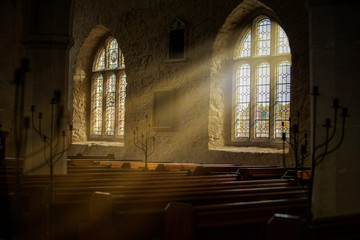 Stained glass windows with sun rays pouring in Fotomurales