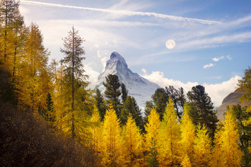 Fotobehang Alpen Matterhorn and Autumn