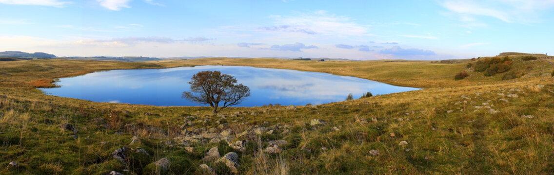 lac de Saint-Andéol massif de l'Aubrac