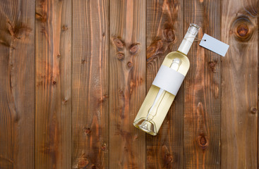 Bouteille vin blanc fond bois clair photo studio étiquette personnalisable