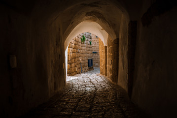 Tuinposter Smal steegje stone street in the old city of Israel