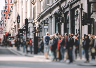 Pedestrians waiting to cross the Regent Street in London on a warm spring day Fotomurales
