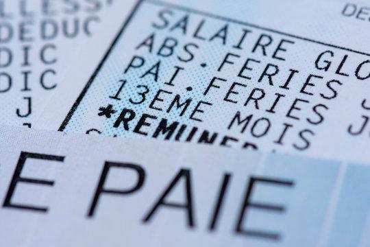 Bulletin de paie français avec 13ème mois. Gros plan
