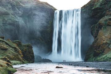 壁紙(ウォールミューラル) - Powerful stream of the famous Skogafoss waterfall. Location place Skoga river, Iceland, Europe.