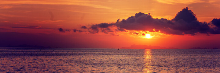 Fototapete - beautiful sunset in the tropical sea at summer time for banner background