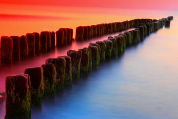 Falochron Bałtyk zachód słońca